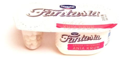 Danone, Fantasia white z kulkami kokosowymi (1)