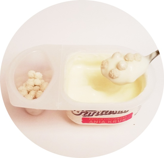 Danone, Fantasia white z kulkami kokosowymi (4)