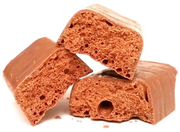 Cadbury, Wispa, copyright Olga Kublik, batonik z mlecznej czekolady aero, bąbolada, słodycze z Wielkiej Brytanii, copyright Olga Kublik