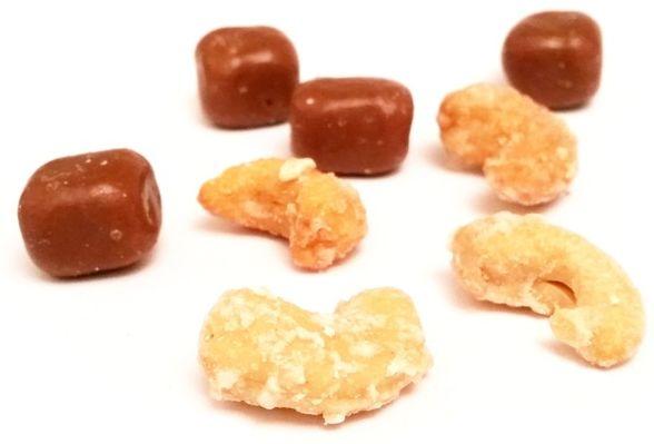 Bakalland, Koko Loko, prażone orzechy nerkowca i kostka kokosowa w mlecznej czekoladzie, copyright Olga Kublik
