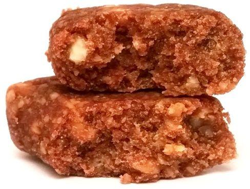 Bombus Natural Energy, Raw Energy Peanuts & Dates, surowy baton z daktylami, fistaszkami i solą, produkt bez glutenu i wegański, copyright Olga Kublik