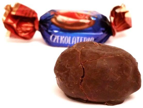 Czekolateria, Cukierki czekoladowe z nadzieniem wiśniowym, czekoladki na wagę z Lidla, copyright Olga Kublik