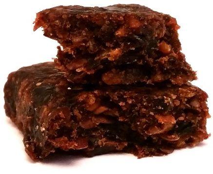 Kubara, Dobra Kaloria śliwka i ziarna, wegański surowy baton z daktylami, słonecznikiem i siemieniem lnianym, copyright Olga Kublik