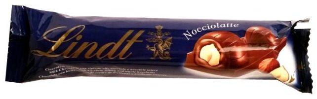 Lindt, Nocciolatte, baton z nugatem, orzechami laskowymi i mleczną czekoladą, copyright Olga Kublik