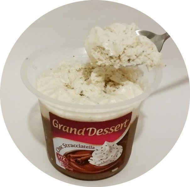 Ehrmann, Grand Dessert Choc Stracciatella, gęsty czekoladowy deser z bitą śmietaną z kawałkami czekolady, copyright Olga Kublik