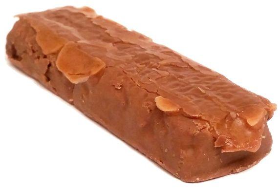 Nestle, Toffee Crisp, baton z mlecznej czekolady z gęstym karmelem, kakaowym nadzieniem i chrupkami zbożowymi, copyright Olga Kublik