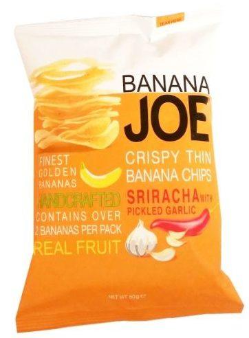 Banana Joe, Crispy Thin Banana Chips Sriracha with Picked Garlic, pikantne chipsy paprykowe z bananów, produkt wegański bez glutenu, zdrowa przekąska, copyright Olga Kublik