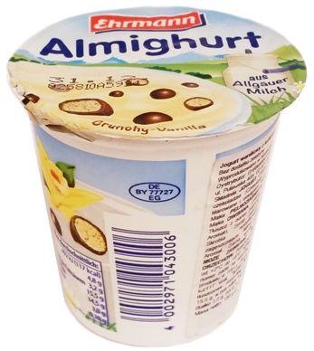 Ehrmann, Almighurt Crunchy Vanilla, jogurt waniliowy z chrupkami zbożowymi z polewą czekoladową, copyright Olga Kublik