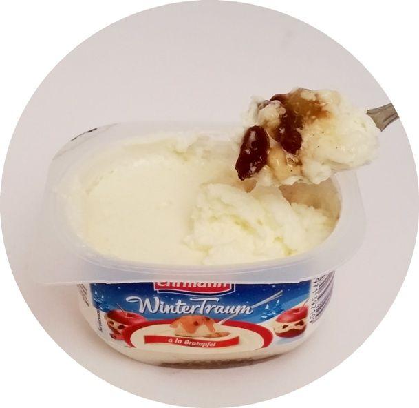 Ehrmann, WinterTraum a la Bratapfel, deser mleczny aero o smaku strudla jabłkowego: pieczone jabłko, cynamon i rodzynki, copyright Olga Kublik