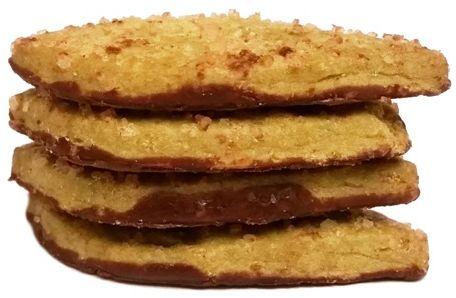 Lambertz, Bio Cookies Matcha, bio ciasteczka o smaku zielonej herbaty z polewą z ciemnej czekolady i cukrową posypką, copyright Olga Kublik