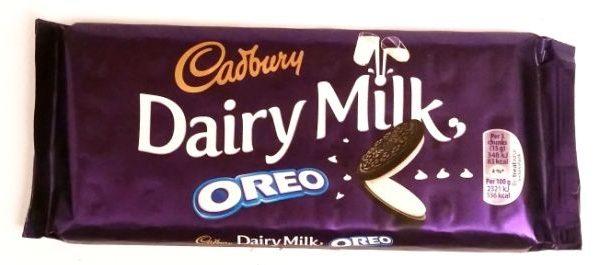 Cadbury, Dairy Milk Oreo, mleczna czekolada z kremem mlecznymi i kakaowymi ciasteczkami Oreo, czekolada z Wielkiej Brytanii, copyright Olga Kublik