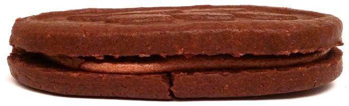 I.D.C. Polonia, ciastko Lusette Smak czekolady, grube i kruche herbatniki kakaowe przełożone kremem, copyright Olga Kublik