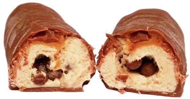 Mars, Twix Ice Cream, baton lodowy z karmelem i ciasteczkami w mlecznej czekoladzie, copyright Olga Kublik