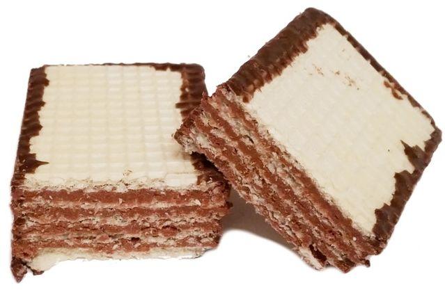Mokate, Hi Easy Alpino wafel czekoladowy, kruche wafle częściowo oblane polewą kakaową, słodycze z Biedronki i Auchan, copyright Olga Kublik