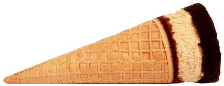 Algida, Cornetto Peanut Butter Love, rożek lodowy o smaku masła orzechowego z orzechami pecan, karmelowym sosem i kakaową polewą, copyright Olga Kublik