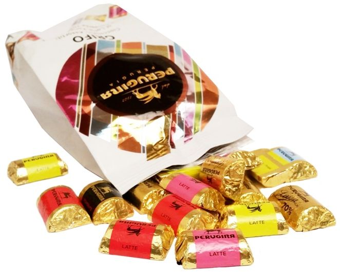 Nestle, Perugina Grifo al Latte, Fondente, Fondente 70, bombonierka, czekolada mleczna i czekolada ciemna: czekolada gorzka 70% i czekolada deserowa, copyright Olga Kublik