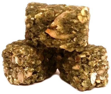 Purella Food, Enjoy Pure Cubes Superfood Snacks mix miechunka peruwiańska, acai, chloerlla, surowe kakao, surowe pralinki bez glutenu, zdrowe wegańskie słodycze, copyright Olga Kublik