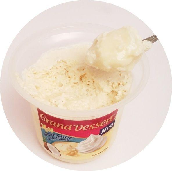 Ehrmann, Grand Dessert White Choc Kokos-Mandel, gęsty pudding o smaku białej czekolady z bitą śmietaną o smaku kokosa i migdałów, czyli Raffaello, copyright Olga Kublik