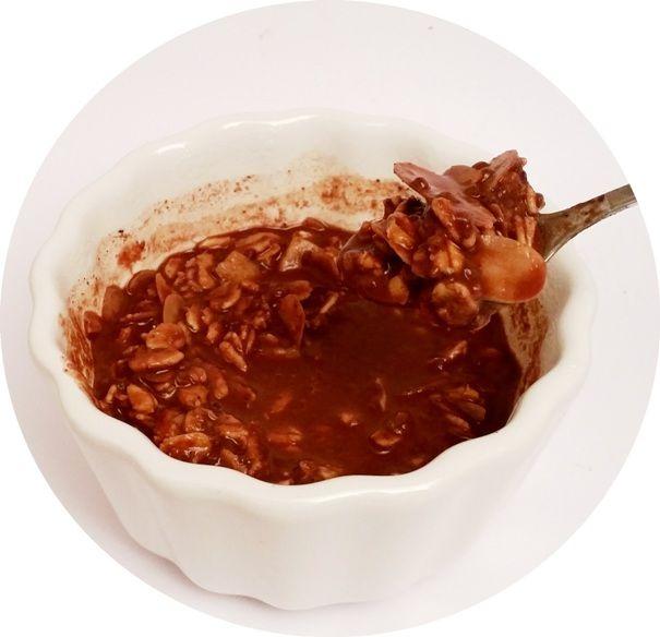 Foods by Ann, Musli Bezglutenowe kakao banan malina, wegańska owsianka czekoladowa bez glutenu, copyright Olga Kublik