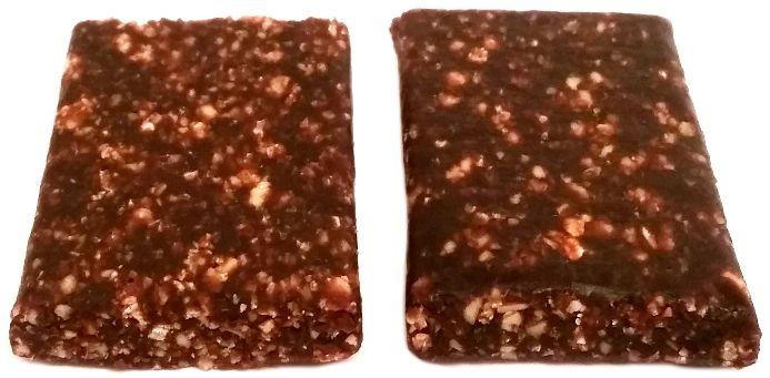 Foods by Ann, Pocket Energy Bar Kakao Malina, wegański surowy baton z wiórkami kokosowymi, słodycze zdrowe bezglutenowe i bez cukru, copyright Olga Kublik