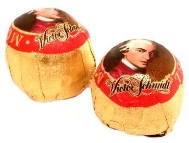 Manner, Victor Schmidt Mozartkugeln, cukierki czekoladowe z marcepanem i nugatem z czekoladą deserową, copyright Olga Kublik