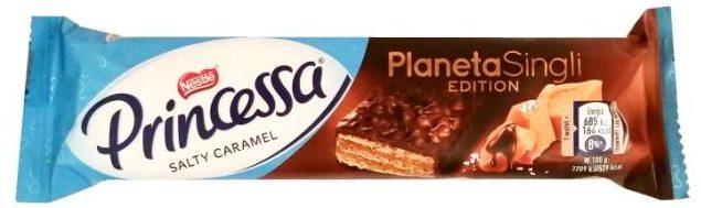 Nestle, Princessa Salty Caramel Planeta Singli Edition, wafel z kremem o smaku słonego karmelu z czekoladą deserową, słodki batonik, copyright Olga Kublik