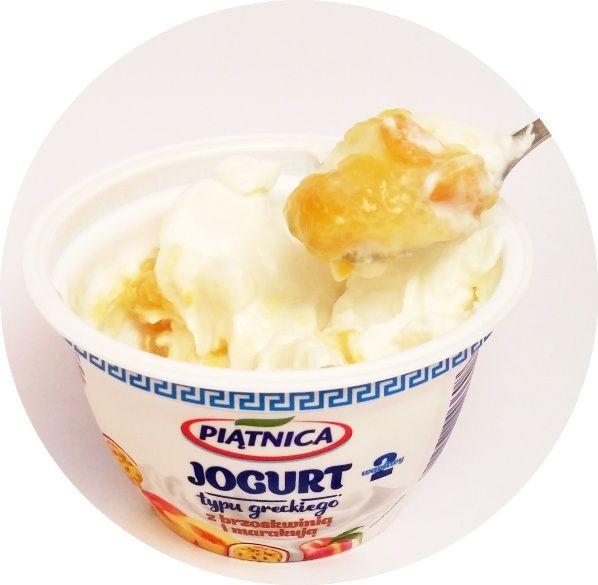 Piątnica, Jogurt typu greckiego 2,4 tłuszczu 2 warstwy z brzoskwinią i marakują, copyright Olga Kublik