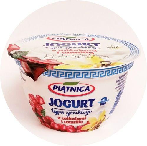 Piątnica, Jogurt typu greckiego 2,4 tłuszczu 2 warstwy z wiśniami i wanilią, copyright Olga Kublik