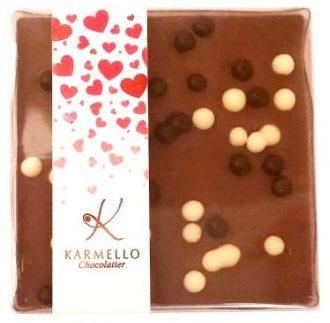 Karmello Chocolatier, Czekolada mleczna z kuleczkami w ciemnej i białej czekoladzie, copyright Olga Kublik