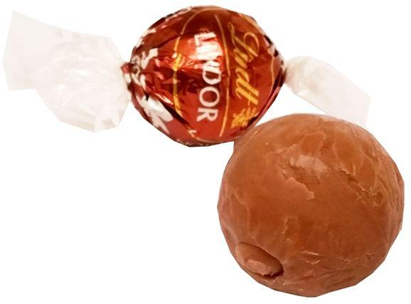 Lindt, Lindor Assorted Hazelnut Milk Chocolate, pralinki orzechowe z mleczną czekoladą i kawałkami orzechów laskowych, copyright Olga Kublik
