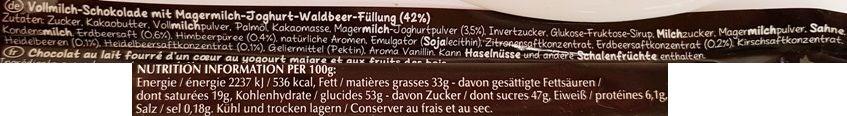 Lindt, Hello Frozen Yoghurt, baton czekoladowy z kremem o smaku mrożonego jogurtu z owocami leśnymi, skład i wartości odżywcze, copyright Olga Kublik