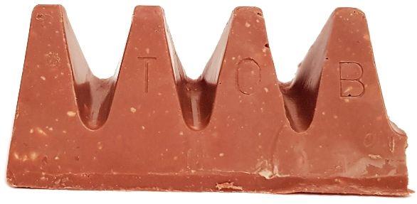 Toblerone, Crunchy Almond, szwajcarska mleczna czekolada z karmelizowanymi migdałami solonymi, nugatem i miodem, copyright Olga Kublik