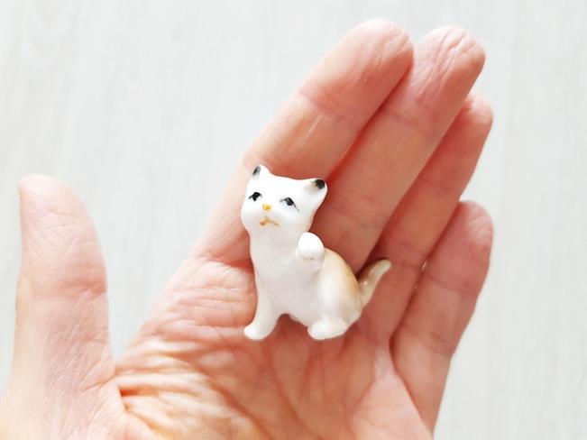 Porcelanowe figurki zwierząt - porcelanowy kot