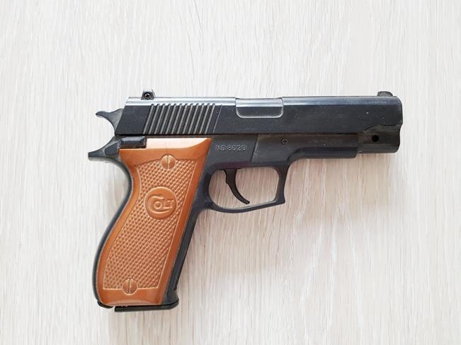 Zabawka plastikowy pistolet na kulki, zabawki z XX wieku z lat 90