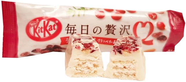 Nestle, japoński Kit Kat Rich Rum Raisin, Cranberry, Almond, Ice Cream, copyright Olga Kublik