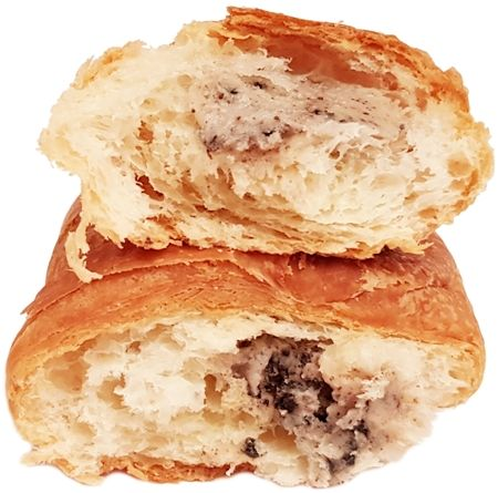Chipita, 7 Days Croissant cream&cookies rogalik z kremem o smaku waniliowym, z mlekiem i kawałkami ciastek kakaowych, copyright Olga Kublik