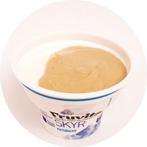 skyr naturalny z masłem orzechowym z orzechów nerkowca